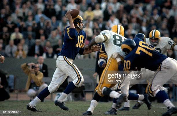 Los Angeles Rams QB Roman Gabriel in action vs Green Bay Packers at Los Angeles Memorial Coliseum. Los Angeles, CA CREDIT: Neil Leifer