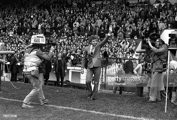 Football Manchester England 3rd October 1981 Manchester United 5 v Wolverhampton Wanderers 0 Manchester United's new signing Bryan Robson waves to...
