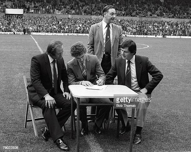 Football Manchester England 3rd October 1981 Manchester United 5 v Wolverhampton Wanderers 0 Manchester United Chairman Martin Edwards Secretary Les...