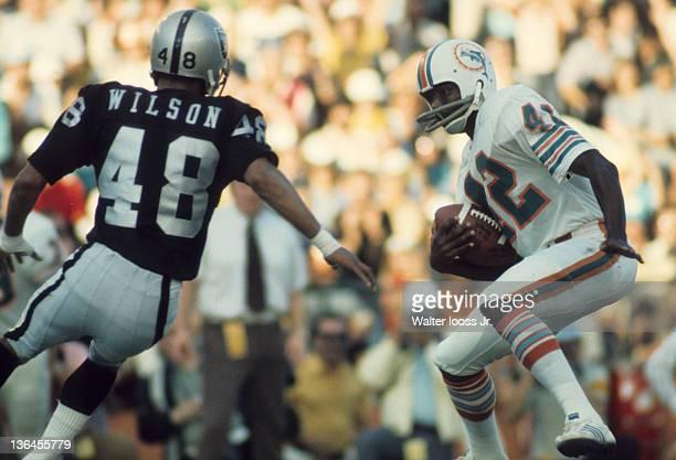 Miami Dolphins Paul Warfield in action vs Oakland Raiders Nemiah Wilson at Orange Bowl Stadium. Miami, FL CREDIT: Walter Iooss Jr.