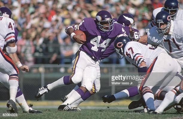 Minnesota Vikings Chuck Foreman in action rushing vs Chicago Bears Cover Bloomington MN CREDIT Walter Iooss Jr