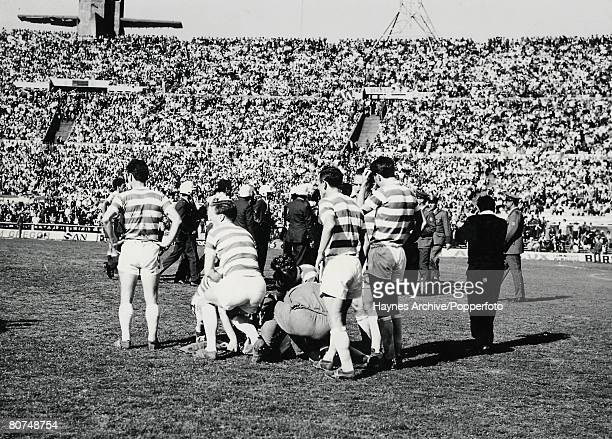 Football Montevideo Uruguay November 1967 World Club Championship Playoff Racing Club of Argentina 1 v Celtic 0 Celtic players surround an injured...