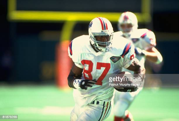 Football New England Patriots Ben Coates in action vs Cincinnati Bengals Cincinnati OH 9/18/1994