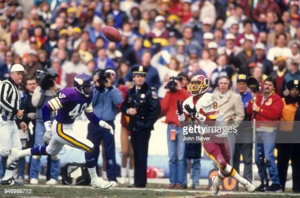 NFC Championship Washington Redskins Gary Clark in action making 43 yard catch vs Minnesota Vikings at RFK Stadium Washington DC CREDIT John Biever