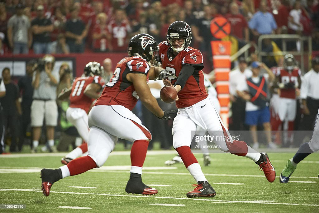 Atlanta Falcons QB Matt Ryan (2) in action, handoff to Michael Turner (33) vs Seattle Seahawks at Georgia Dome. Al Tielemans F192 )
