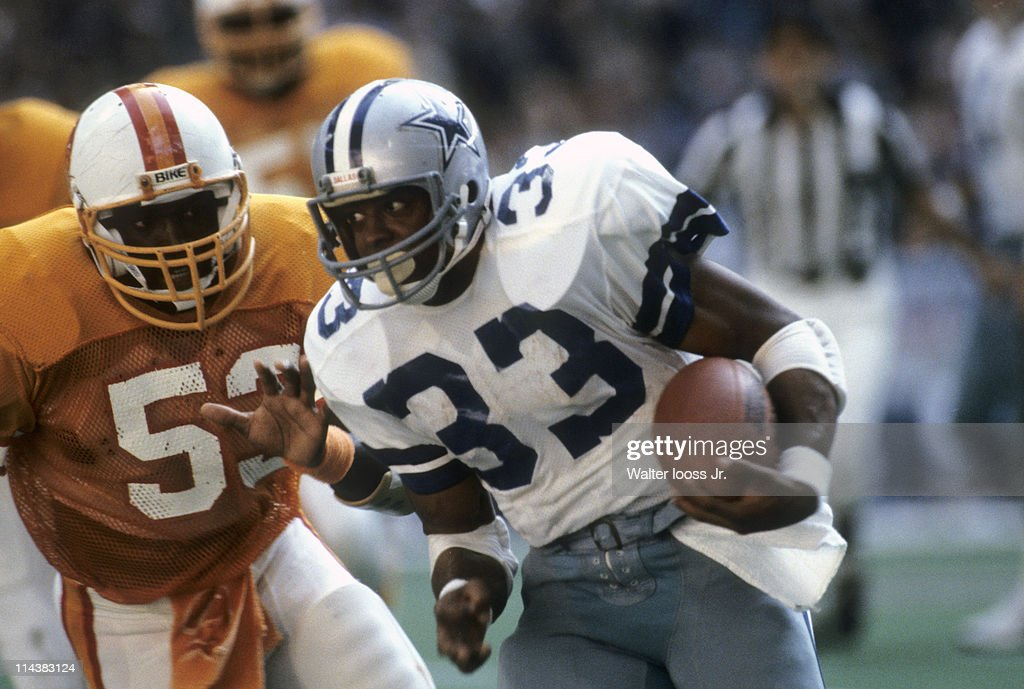 NFC Playoffs Dallas Cowboys Tony Dorsett in action rushing vs Tampa Bay Buccaneers at Texas Stadium Irving TX CREDIT Walter Iooss Jr