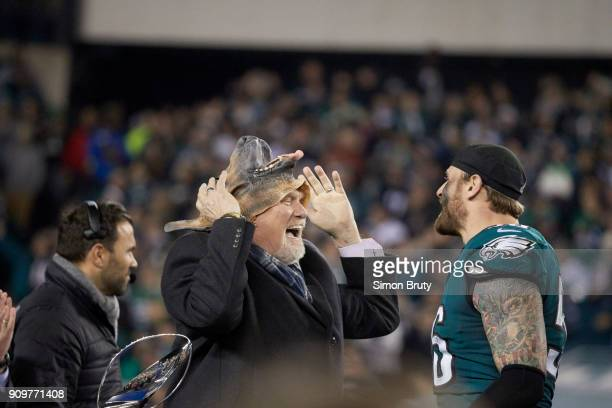 NFC Playoffs Fox Sports analyst Terry Bradshaw putting on dog mask with Philadelphia Eagles Chris Long during NFC Championship trophy presentation...