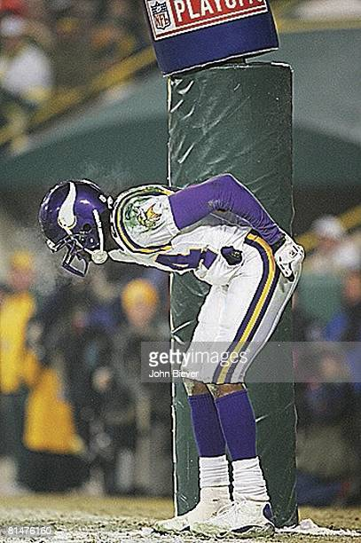 Football NFC playoffs Minnesota Vikings Randy Moss victorious mooning crowd after scoring TD vs Green Bay Packers Green Bay WI 1/9/2005