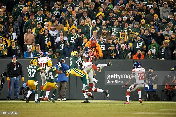 NFC Playoffs New York Giants Hakeem Nicks in action making touchdown catch vs Green Bay Packers Charlie Peprah at Lambeau Field Green Bay WI CREDIT...