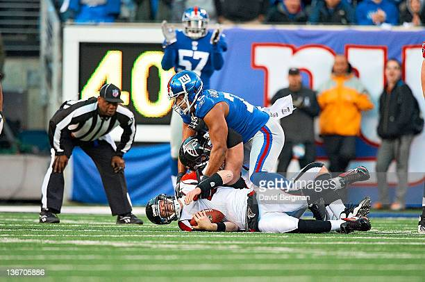NFC Playoffs New York Giants Osi Umenyiora in action sack vs Atlanta Falcons QB Matt Ryan at MetLife Stadium East Rutherford NJ CREDIT David Bergman