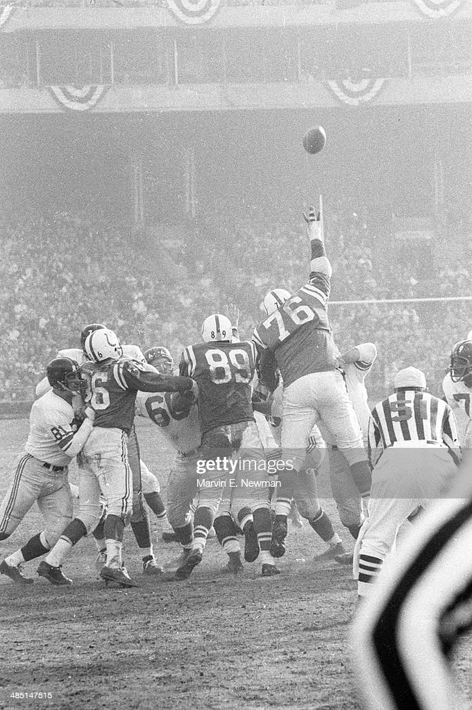 Baltimore Colts Gene Lipscomb (76) in action, attempting to block kick by New York Giants at Memorial Stadium. Marvin E. Newman F28 )