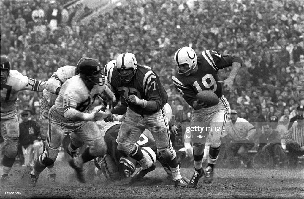 NFL Championship: Baltimore Colts QB Johnny Unitas (19) in action vs New York Giants at Memorial Stadium. Baltimore, MD