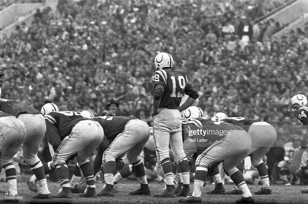 Baltimore Colts QB Johnny Unitas (19) in action before snap vs New York Giants at Memorial Stadium. Neil Leifer F10 )
