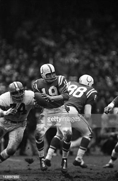 NFL Championship Baltimore Colts QB Johnny Unitas in action vs Cleveland Browns Dick Modzelewski at Cleveland Municipal Stadium Cleveland OH CREDIT...