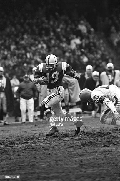 NFL Championship Baltimore Colts QB Johnny Unitas in action vs Cleveland Browns at Cleveland Municipal Stadium Cleveland OH CREDIT Neil Leifer