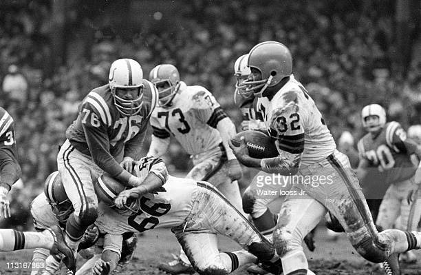 NFL Championship Cleveland Browns Jim Brown in action vs Baltimore Colts at Cleveland Municipal StadiumCleveland OH CREDIT Walter Iooss Jr