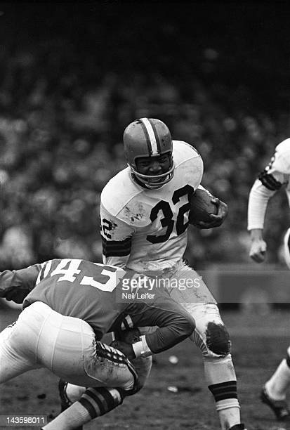 NFL Championship Cleveland Browns Jim Brown in action vs Baltimore Colts Lenny Lyles at Cleveland Municipal Stadium Cleveland OH CREDIT Neil Leifer