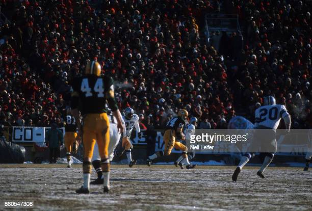 NFL Championship Green Bay Packers Carroll Dale in action vs Dallas Cowboys at Lambeau Field The Ice Bowl Green Bay WI CREDIT Neil Leifer