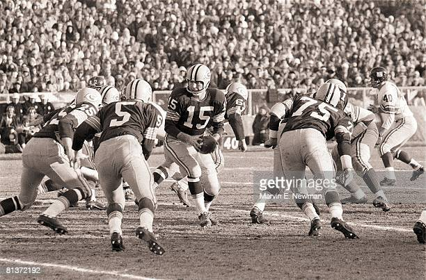 Football NFL championship Green Bay Packers QB Bart Starr and Paul Hornung in action vs New York Giants Green Bay WI