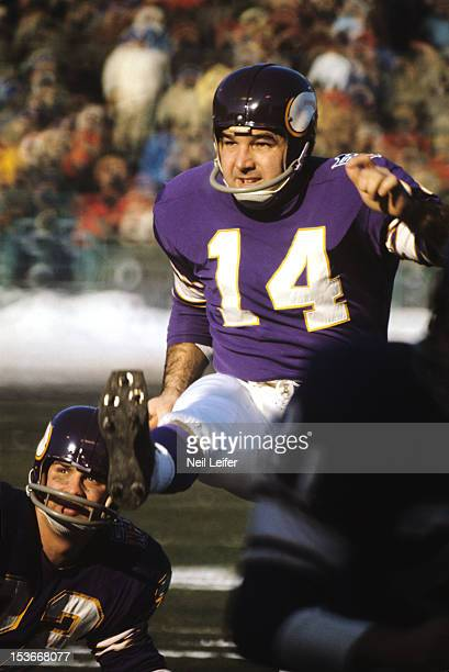 NFL Championship Minnesota Vikings Fred Cox in action field goal kick vs Cleveland Browns at Metropolitan Stadium Bloomington MN CREDIT Neil Leifer