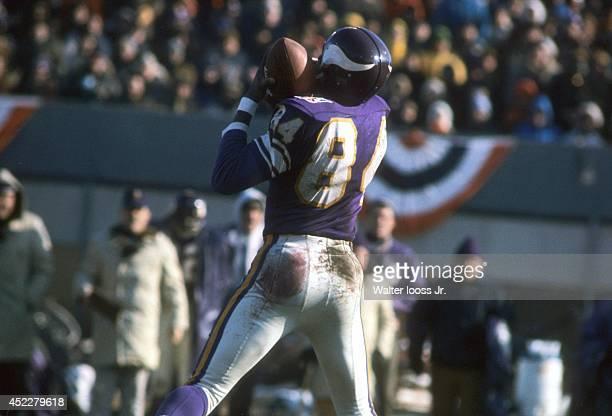 NFL Championship Minnesota Vikings Gene Washington in action making catch vs Cleveland Browns at Metropolitan Stadium Bloomington MN CREDIT Walter...