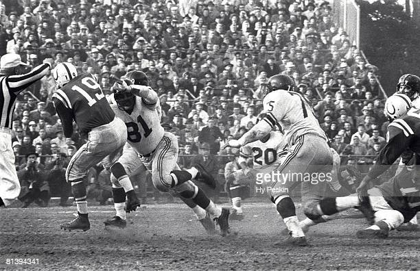 Football NFL championship New York Giants Andy Robustelli in action vs Baltimore Colts QB Johnny Unitas Baltimore MD