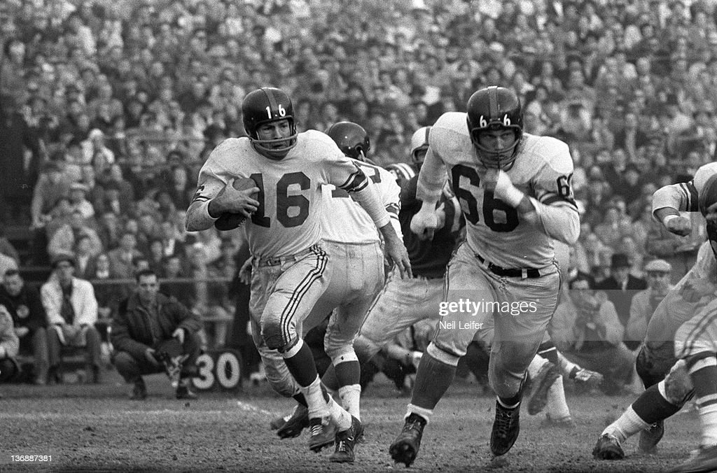 NFL Championship: New York Giants Frank Gifford (16) in action vs Baltimore Colts at Memorial Stadium. Baltimore, MD