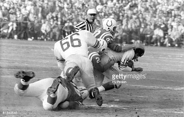 Football NFL championship New York Giants Frank Gifford in action vs Baltimore Colts Baltimore MD