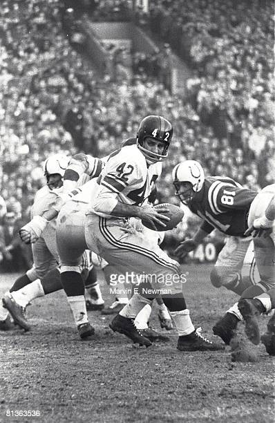 Football NFL championship New York Giants QB Chuck Conerly in action vs Baltimore Colts Baltimore MD