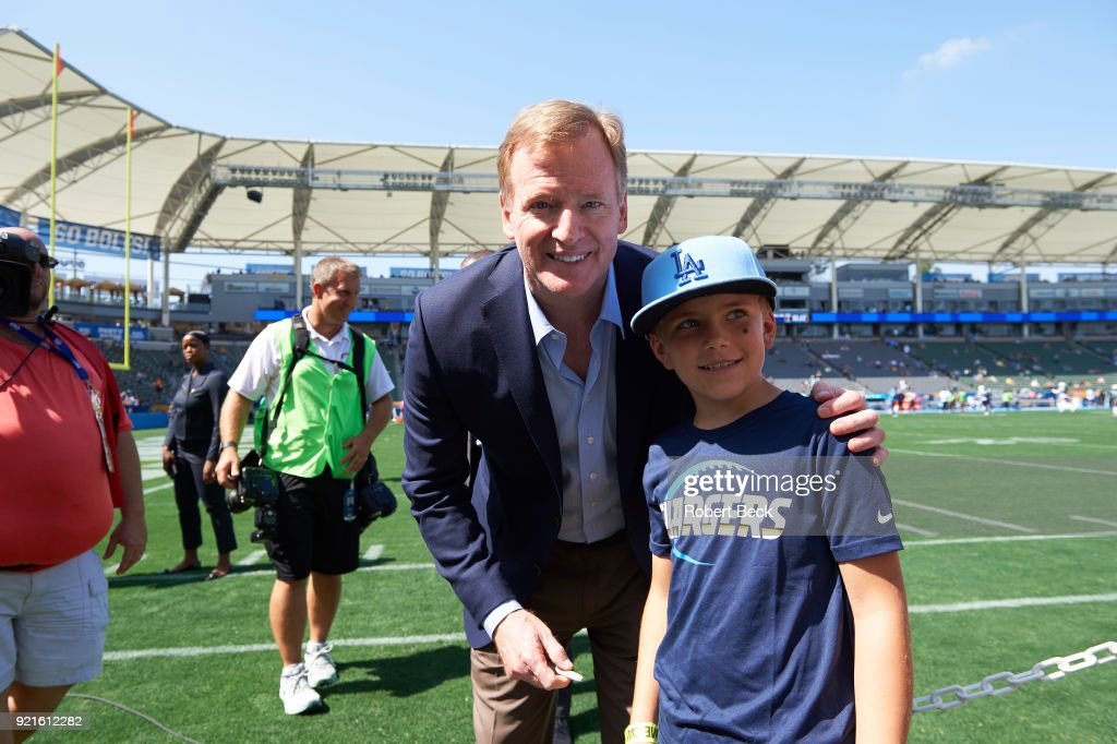 NFL commissioner Roger Goodell posing for picture with young fan on field before Los Angeles Chargers vs Philadelphia Eagles game at StubHub Center. Robert Beck TK1 )