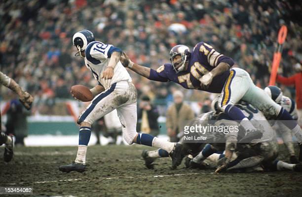 Playoffs: Los Angeles Rams QB Roman Gabriel in action vs Minnesota Vikings Jim Marshall at Metropolitan Stadium. Bloomington, MN CREDIT: Neil Leifer