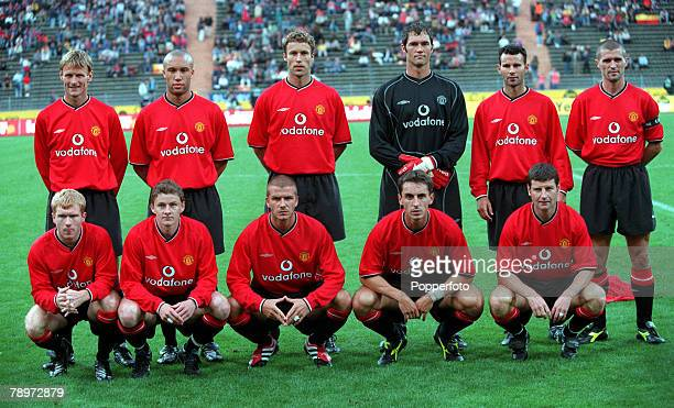 Football Opel Masters 2000 Tournament Munich Germany Real Madrid 0 v Manchester United 14th August 2000 Manchester United pose together for a team...