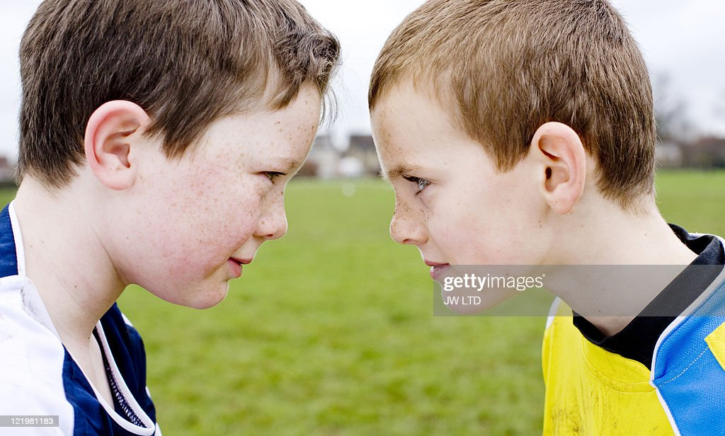 Football opponents face to face : Foto de stock