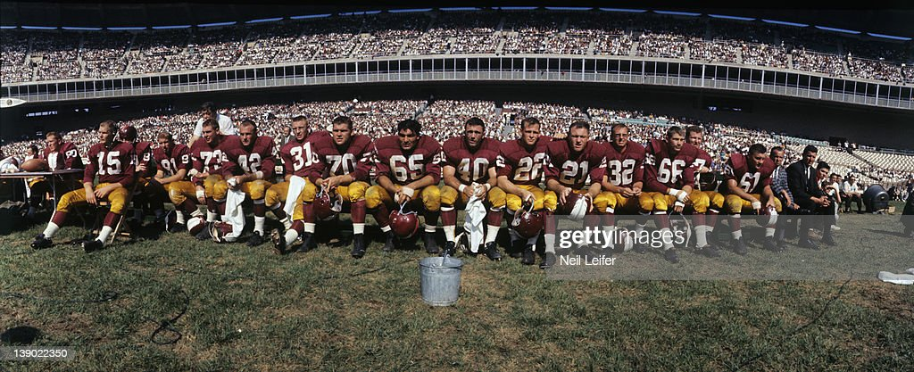 30383552 Panoramic view of Washington Redskins team on sidelines during game ...