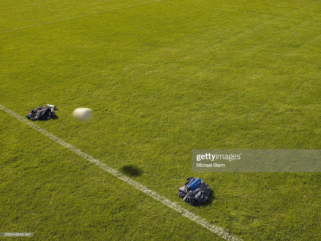 フットボールの通過に設け目標で作られたジャケットで、p : ストックフォト