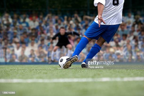 football payer shooting penalty - match sportivo foto e immagini stock