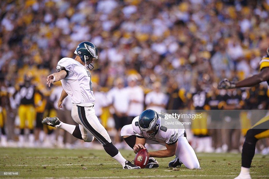Philadelphia Eagles David Akers in action, kick vs