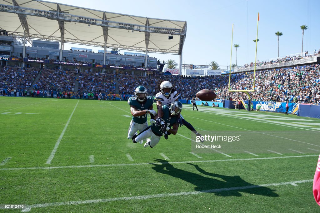 Philadelphia Eagles Patrick Robinson (21) and Rodney McLeod (23) in action, defense vs Los Angeles Chargers Travis Benjamin (12) at StubHub Center. Robert Beck TK1 )