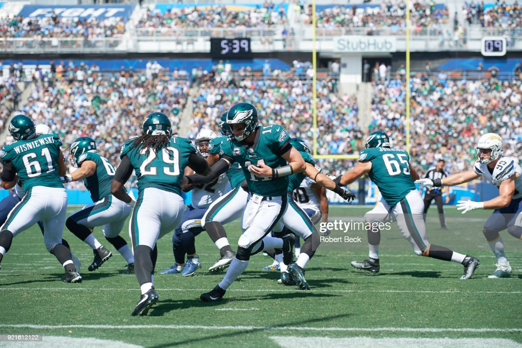 Philadelphia Eagles QB Carson Wentz (11) in action, handing off to LeGarrette Blount (29) vs Los Angeles Chargers at StubHub Center. Robert Beck TK1 )