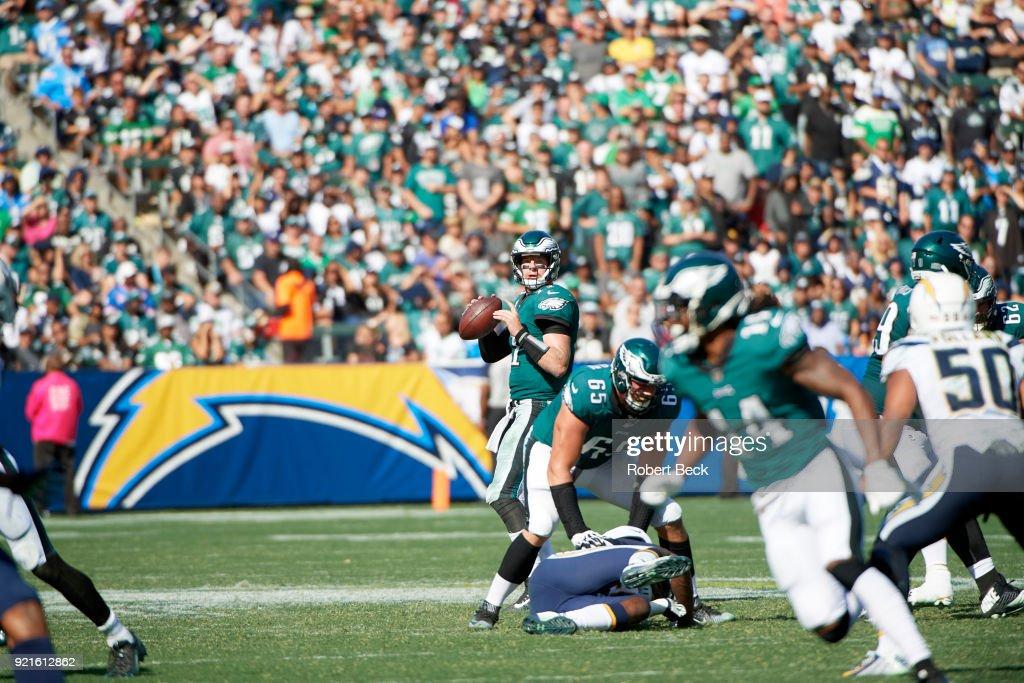 Philadelphia Eagles QB Carson Wentz (11) in action vs Los Angeles Chargers at StubHub Center. Robert Beck TK1 )