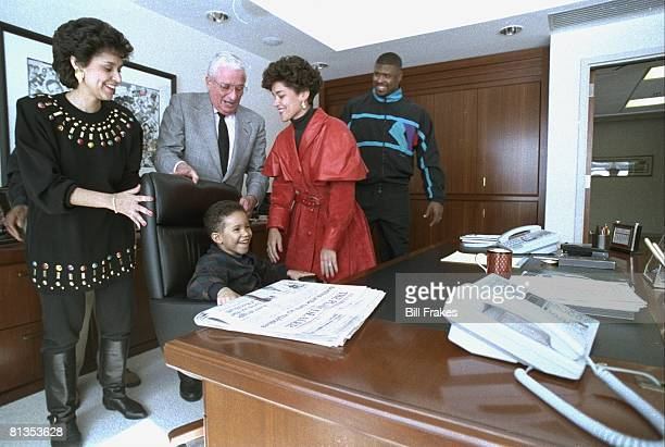 Football Philadelphia Eagles Reggie White with wife Sara her sister Maria Dozier nephew Wesley and Cleveland Browns owner Art Modell Cleveland OH...