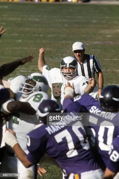 Philadelphia Eagles Tom Dempsey in action, kick vs Minnesota Vikings at Metropolitan Stadium. Dempsey wearing special shoe. Minneapolis, MN CREDIT:...