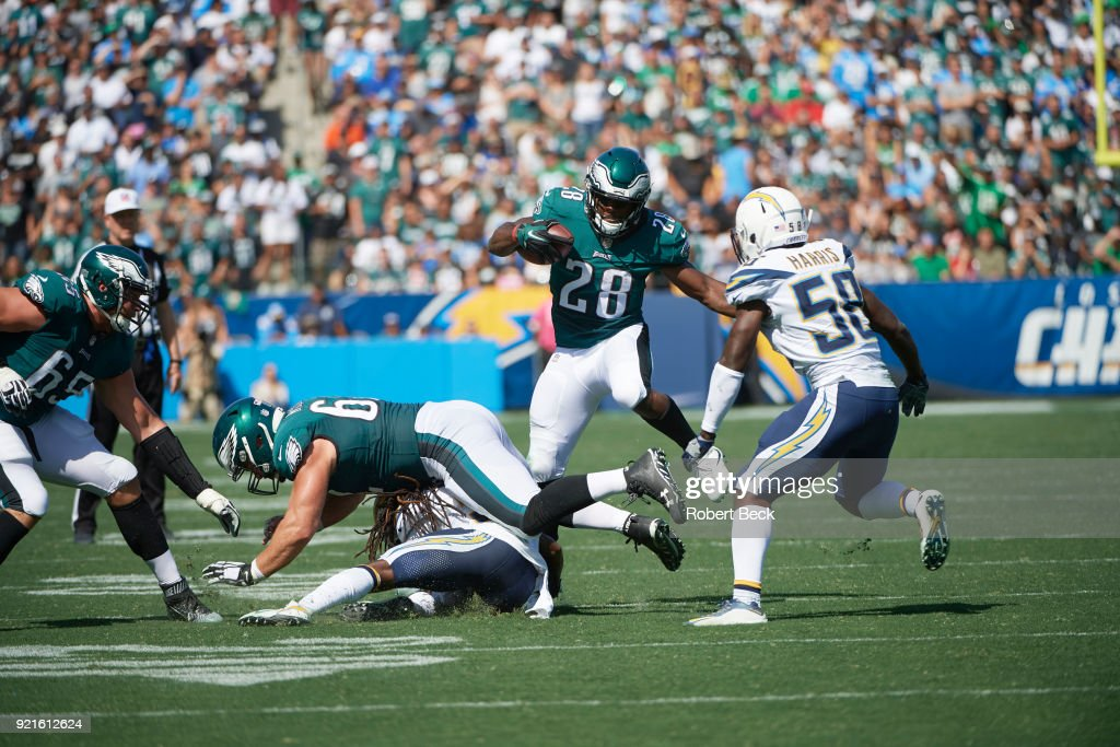 Philadelphia Eagles Wendell Smallwood (28) in action, rushing vs Los Angeles Chargers at StubHub Center. Robert Beck TK1 )