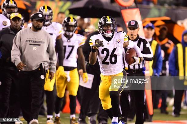Pittsburgh Steelers Le'Veon Bell in action rushing vs Cincinnatti Bengals at Paul Brown Stadium Cincinnatti OH CREDIT Fred Vuich