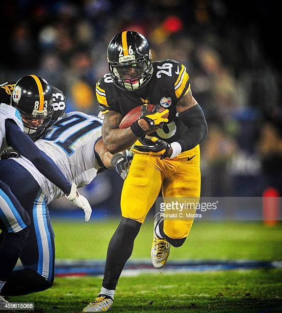 Pittsburgh Steelers Le'Veon Bell in action rushing vs Tennessee Titans at LP Field Nashville TN CREDIT Ronald C Modra