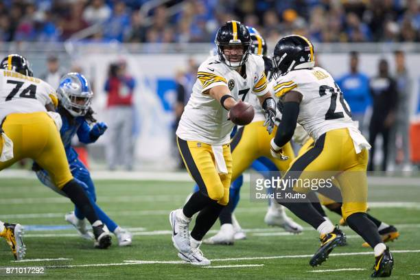 Pittsburgh Steelers QB Ben Roethlisberger in action handing off to Le'Veon Bell vs Detroit Lions at Ford Field Detroit MI CREDIT David E Klutho