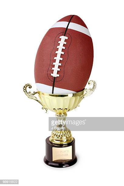 Ballon de Football placé dans un trophée sur blanc