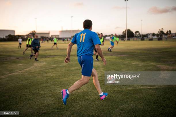 football player going to kick football - match sportivo foto e immagini stock