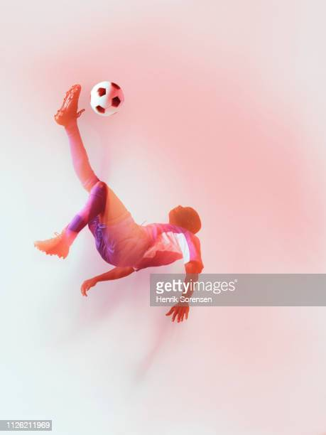 football player hanging in air, kicking - kicking stock pictures, royalty-free photos & images