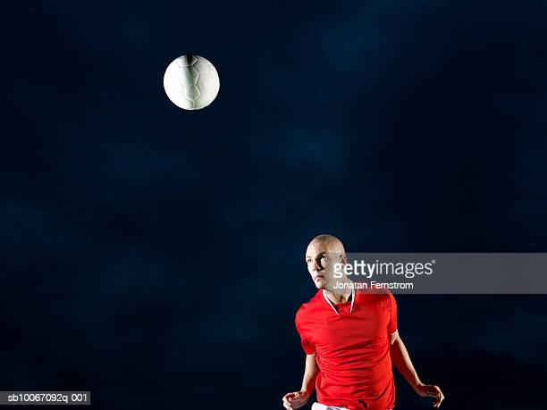 football player heading soccer ball - heading stock pictures, royalty-free photos & images